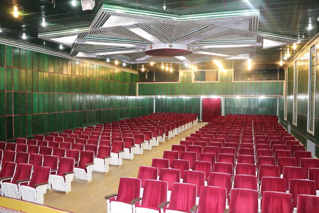 سالن آمفی تئاتر شهید بهشتی پژوهشگاه آیت الله خاتمی جزو ترین ها