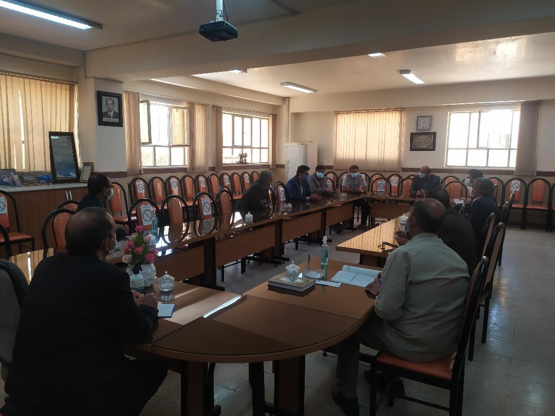 برگزاری جلسه رؤسای انجمن اولیا مربیان دبیرستان استعداد های درخشان (شهید صدوقی دوره دوم)